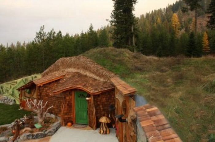 Hobbit house by Steve Michaels, Montana, United States