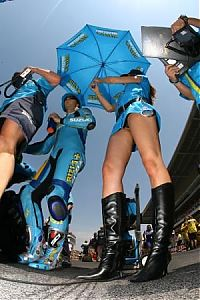 TopRq.com search results: Vermeulen and girl, Catalunya MotoGP Race 2007