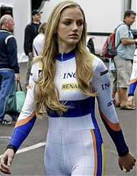 Motorsport models: f1 grid girls