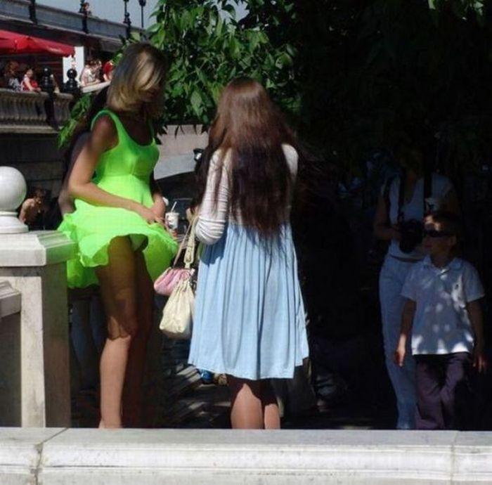 Фото под платьями и юбками