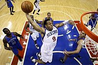 Pictures of the Day: Thunder 76ers Basketball