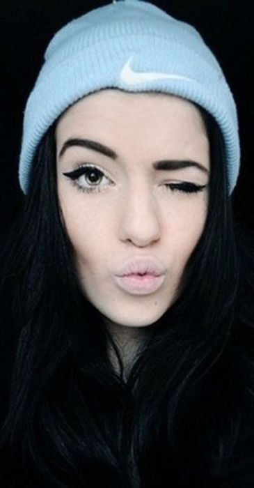 фото красивых девушек в шапке найк #3