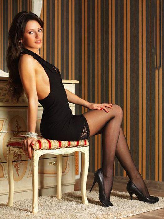 девушки в мине юбках фото красивые ноги и грудь