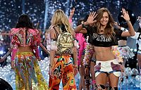 TopRq.com search results: 2014 Victoria's Secret Fashion show girl