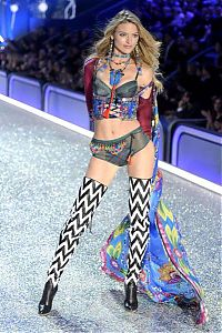 TopRq.com search results: 2016 Victoria's Secret Fashion show girl
