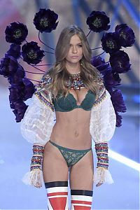 2016 Victoria's Secret Fashion show girl