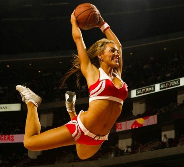 omens basketball girl - 660×600