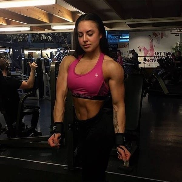 strong fitness bodybuilding girl
