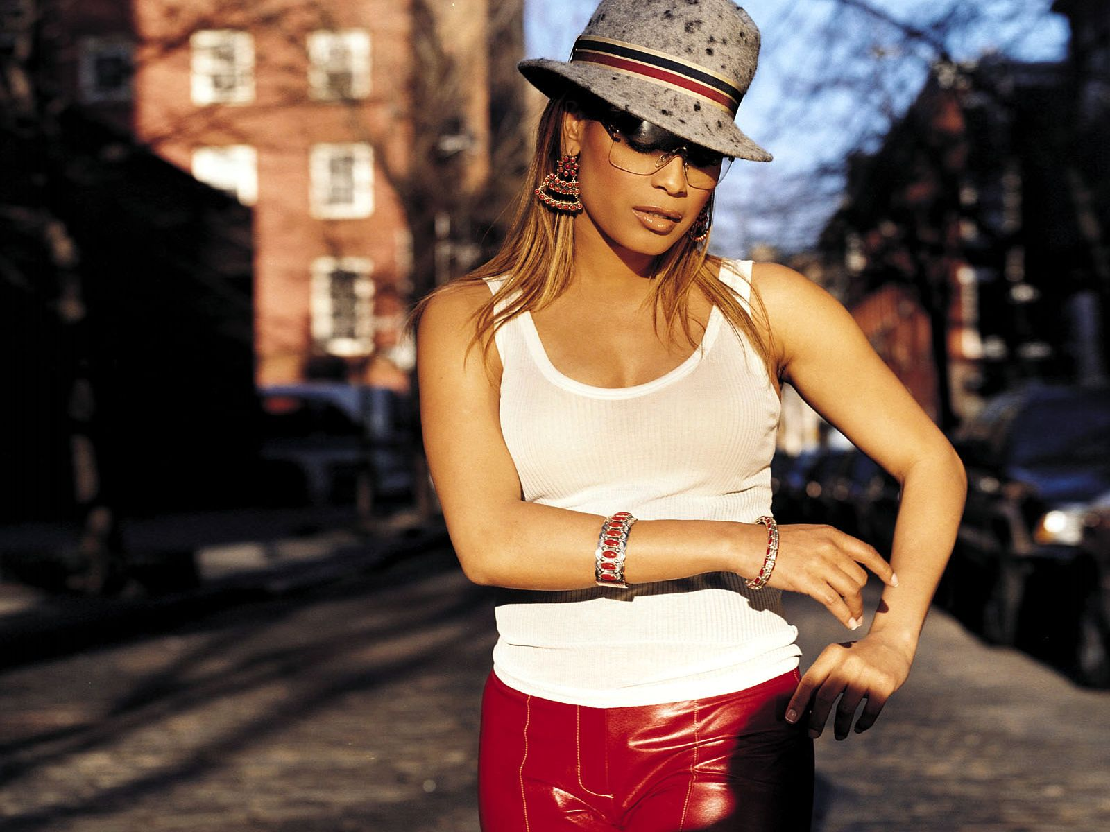 Blu cantrell black tail pictures