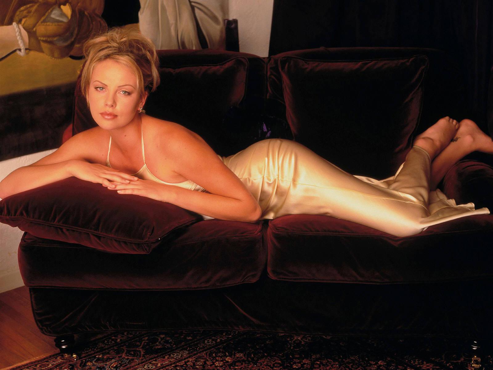была фото подделки голая актриса только черты личности