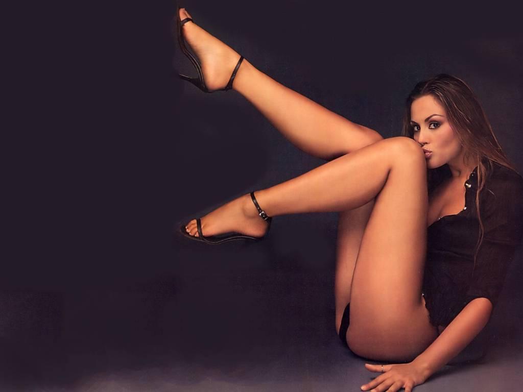 Чарующие девушки и женщины с прекрасными ножками  360843