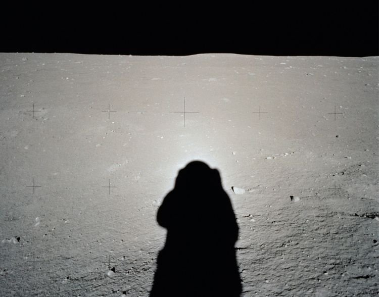Apollo 11 spaceflight, first manned moon landing
