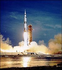 TopRq.com search results: Apollo 11 spaceflight, first manned moon landing